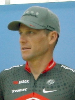 Lance_Armstrong_Tour_2010_team_presentation_(cropped)